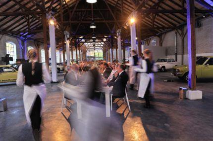 Wir bieten Ihnen ebenfalls hochwertiges Catering und ausgebildete Servicekräfte.